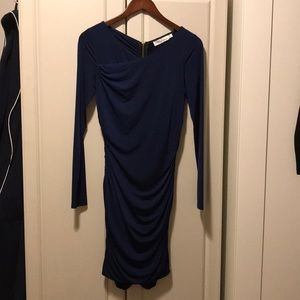 Beautiful navy dress that zippers all the way up!